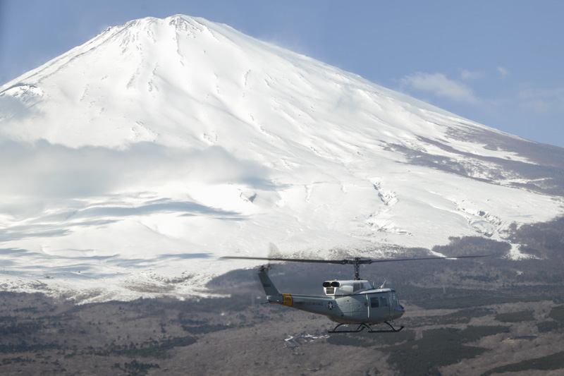 Iroquois-flies-toward-Mt-photo-image.-Fuji-photo-image.jpg