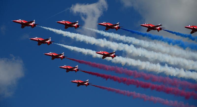 Royal-Air-Force-aerobatic-team-photo-image.jpg