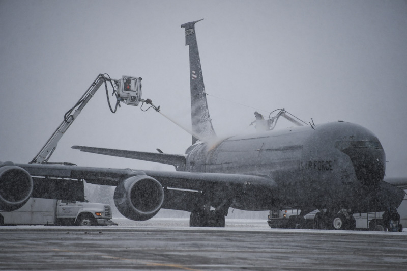 Stratotanker-is-de-iced-photo-image.jpg