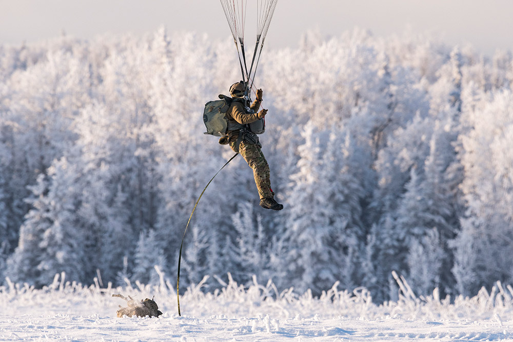 air-force-special-warfare-airmen-and-army-paratroopers-conduct-airborne-operations-in-winter.jpg