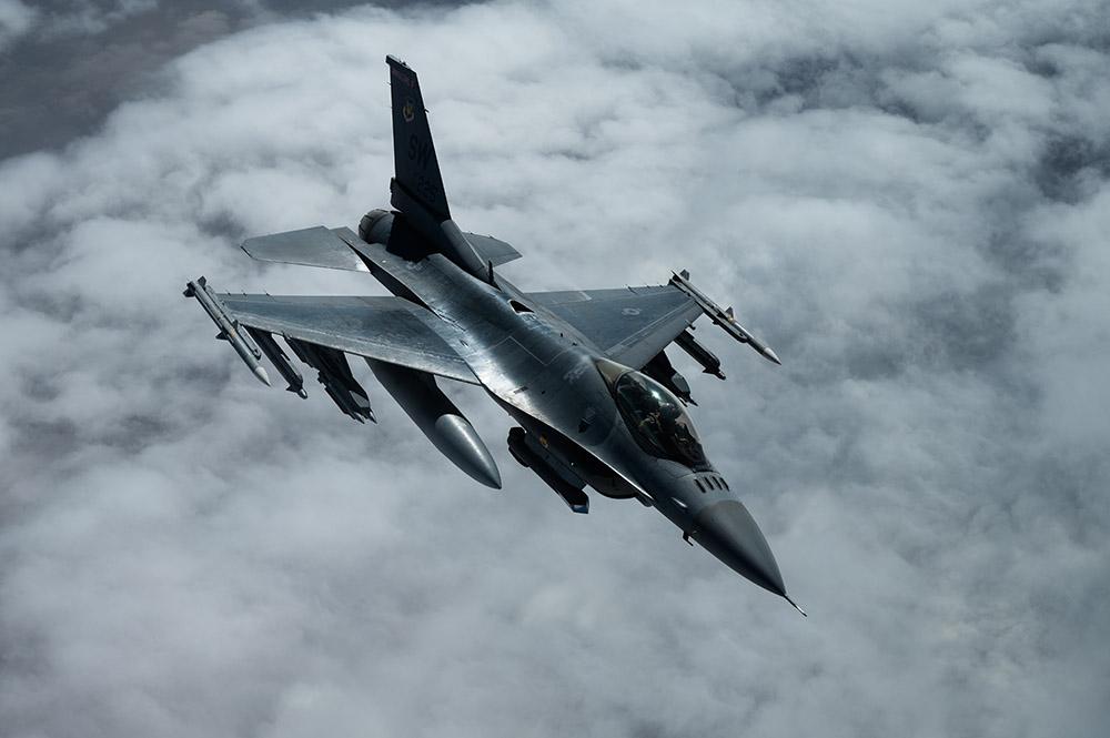 f-16-fighting-falcons.jpg