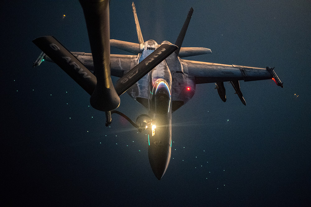 fa-18e-super-hornet-is-refueled-by-us-air-force-kc-135.jpg