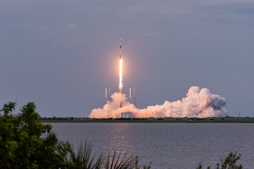 falcon-9-rocket-launches-from-space-launch--at-cape-canaveral.jpg
