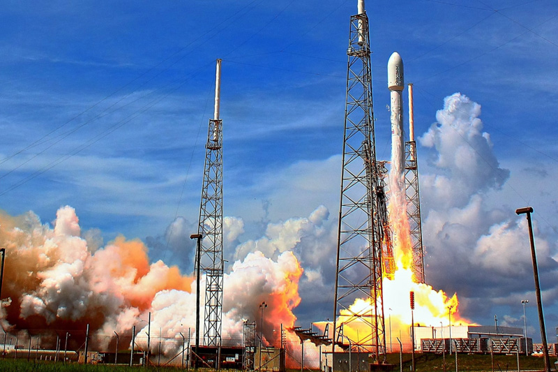 launches-a-Falcon-9-rocket-photo-image.jpg