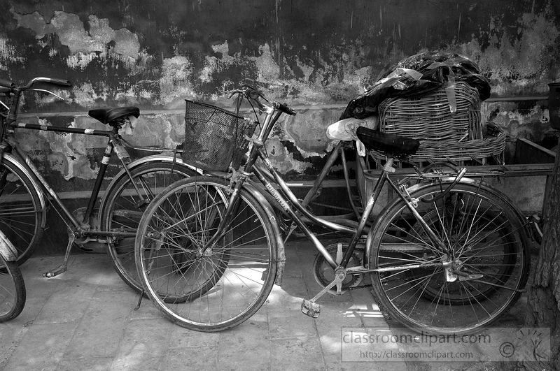 black-and-white-photograph-of-old-bicycle-in-china-7023bw2-2.jpg