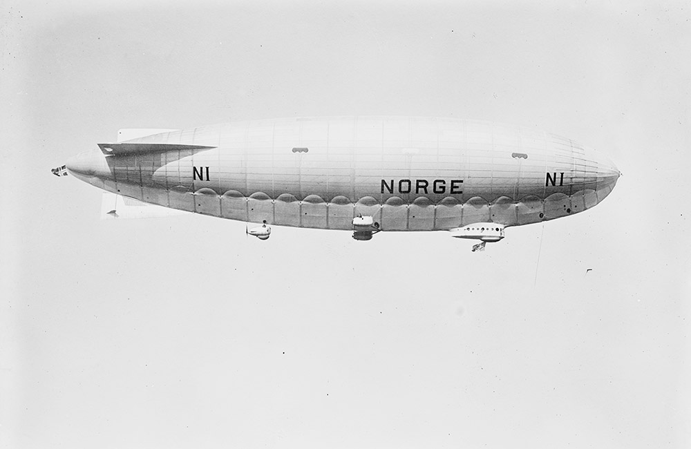 norge-airship-in-sky-after-leaving-hanger.jpg