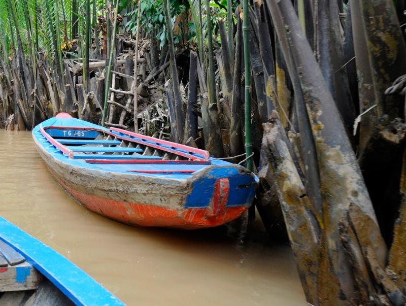 Vietnam_4463a-boat.jpg