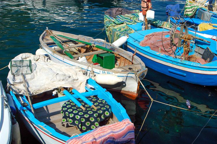 colorful-blue-fishing-boats-along-the-amalfi-coast-italy_3295A.jpg