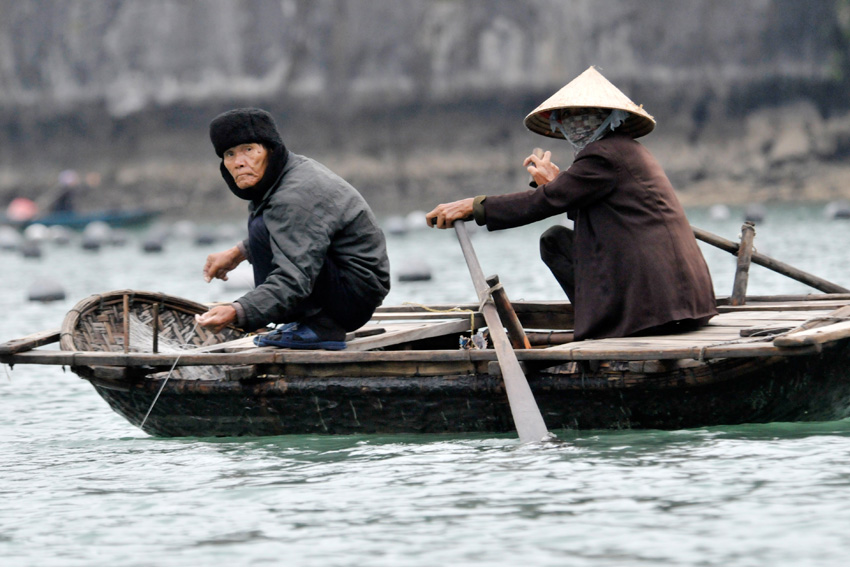 halong_bay_102-boat.jpg