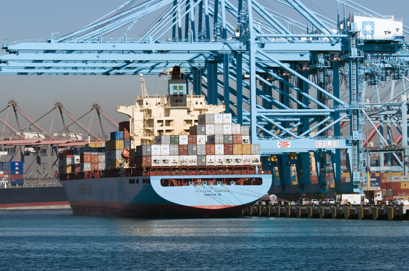 picture-ship-filled-with-containers-near-cranes_08_220.jpg