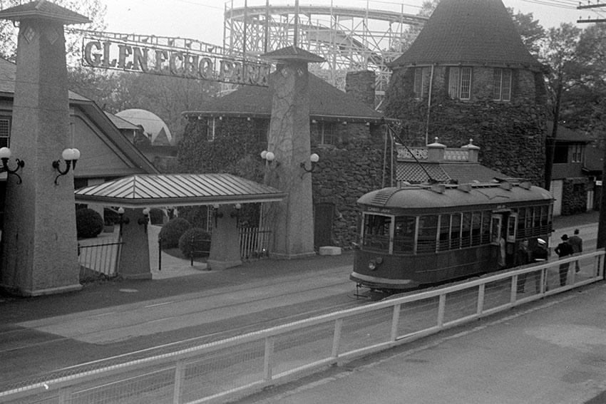 streetcar-at-entrance-of-glen-echo-park-marylandwing-1939.jpg