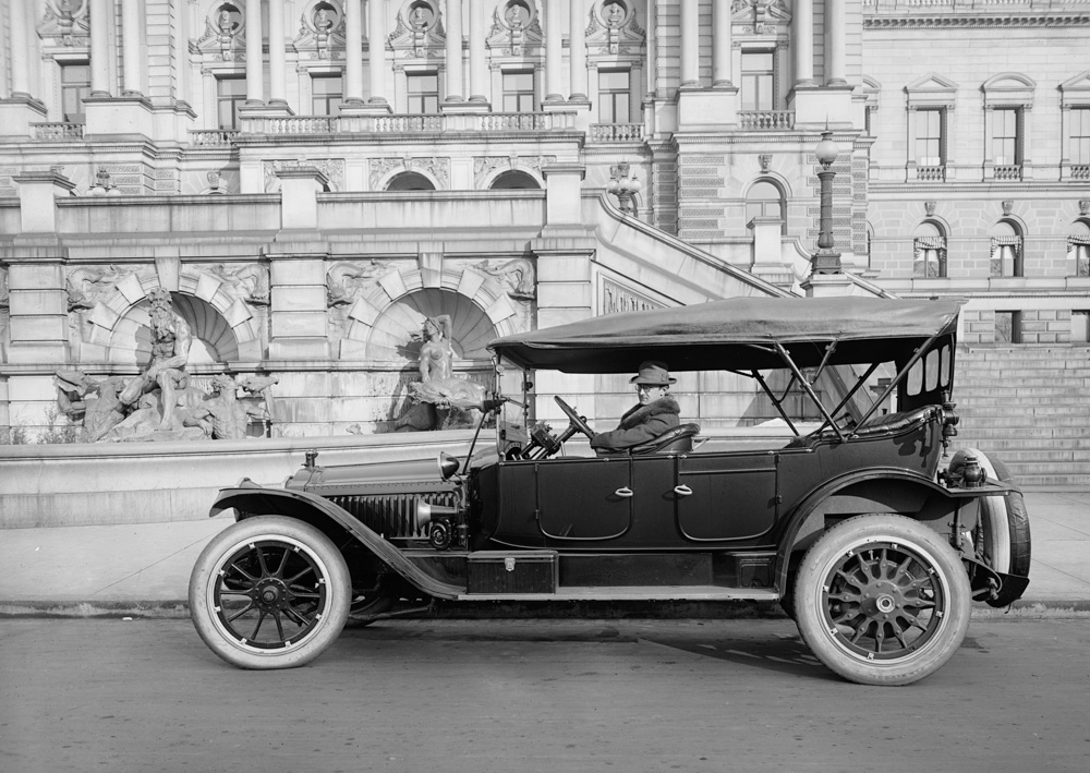 packard-in-front-of-library-of-congress-washington-1920.jpg