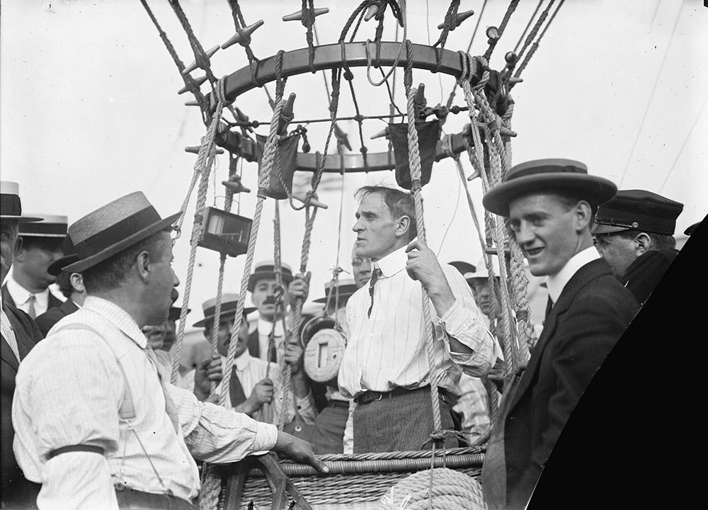 professional-balloon-and-airship-pilot-and-stunt-man-albert-leo-stevens-1911.jpg