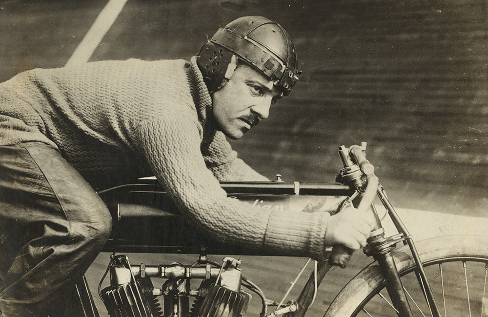 andre-grapperon-motorcyclist-1913.jpg