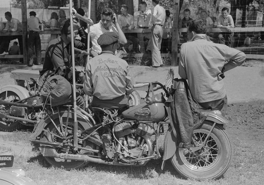motorcycle-racers-oregon-1941.jpg