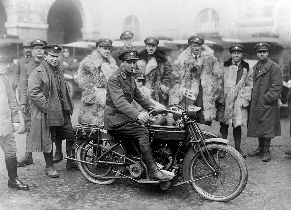 red-cross-ambulance-drivers-with-motorcycle-in-milan.jpg