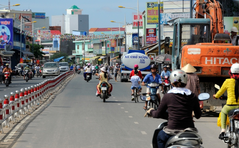 cars-motorcycles-on-busy-street-in-vietnam.jpg