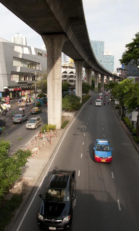 high-freeway-above-road-in-bangkok-thailand.jpg