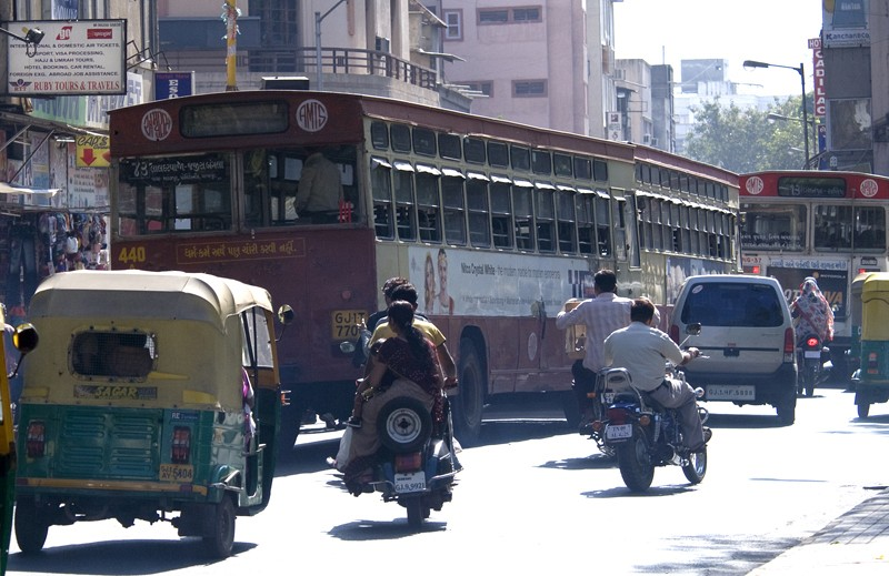 large-buses-interact-with-motorcycles-and-tuk-tuk-india.jpg