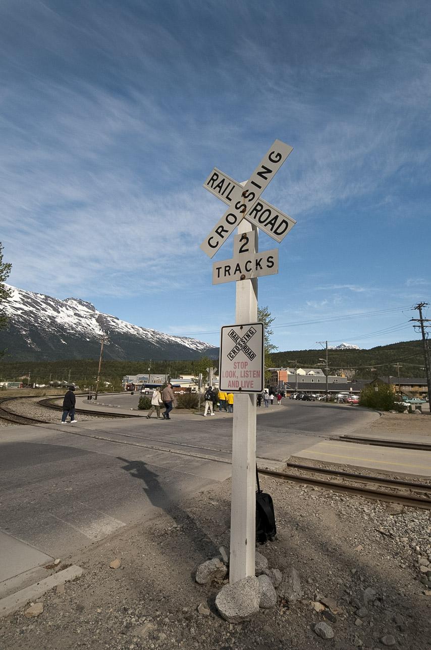 railroad-crossing-sign-275.jpg