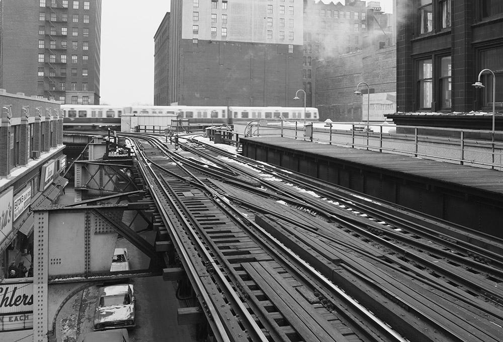 union-elevated-railroad-in-city-center.jpg