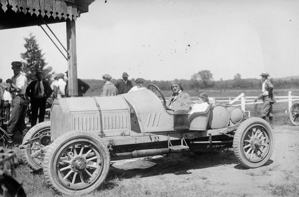 old-racing-car-from-1915.jpg