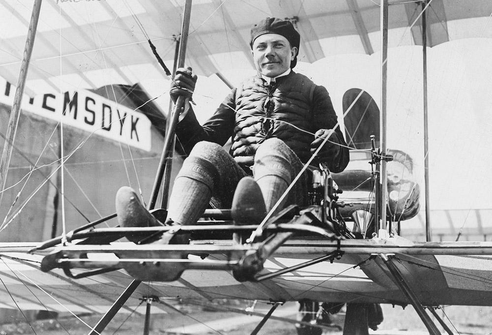 russian-aviator-seated-in-plane-1910-2.jpg