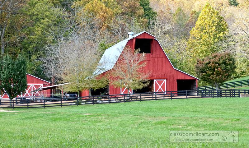 red-barn-on-farm-tennessee-100803.jpg