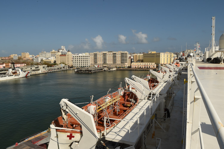 ship-usns-comfort-arrives-in-san-juan-puerto-rico-001-photo.jpg