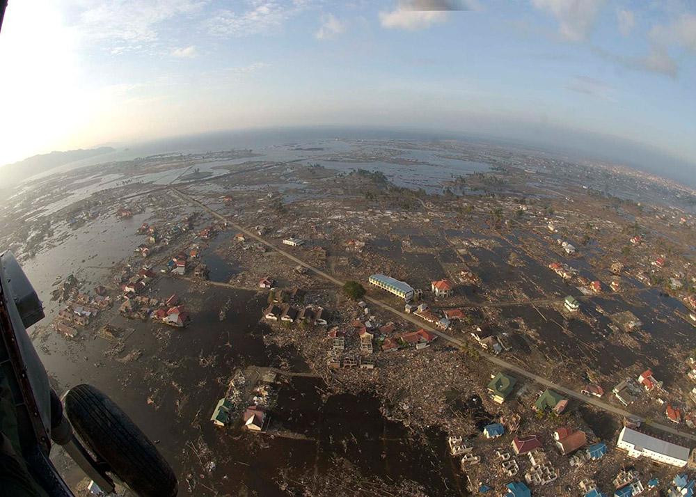 aerial-view-of-banda-aceh-sumatra-after-tsunami.jpg