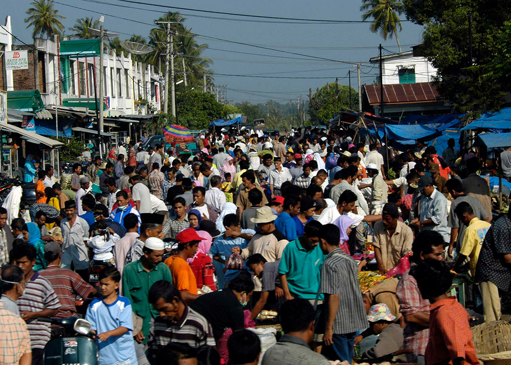 busy-crowd-at-a-market-place-near-banda-aceh.jpg