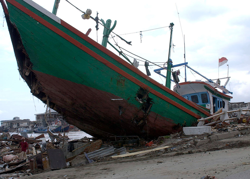 large-boat-sits-among-the-rubble-in-banda-aceh.jpg