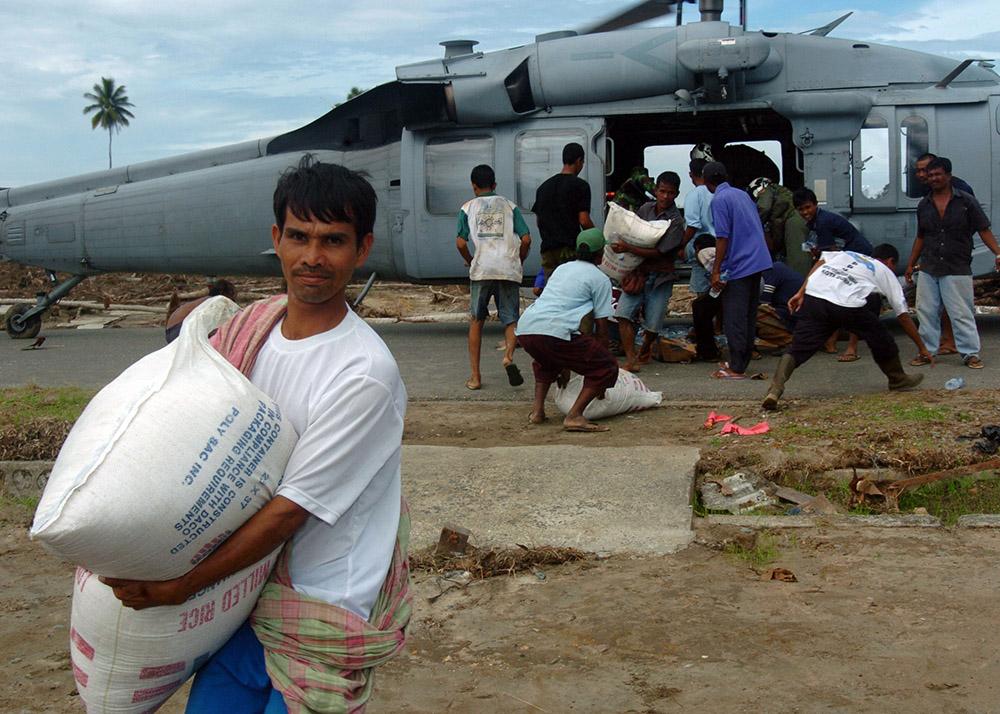 navy-delivers-supplies-to-tsunami-victims-sumatra.jpg