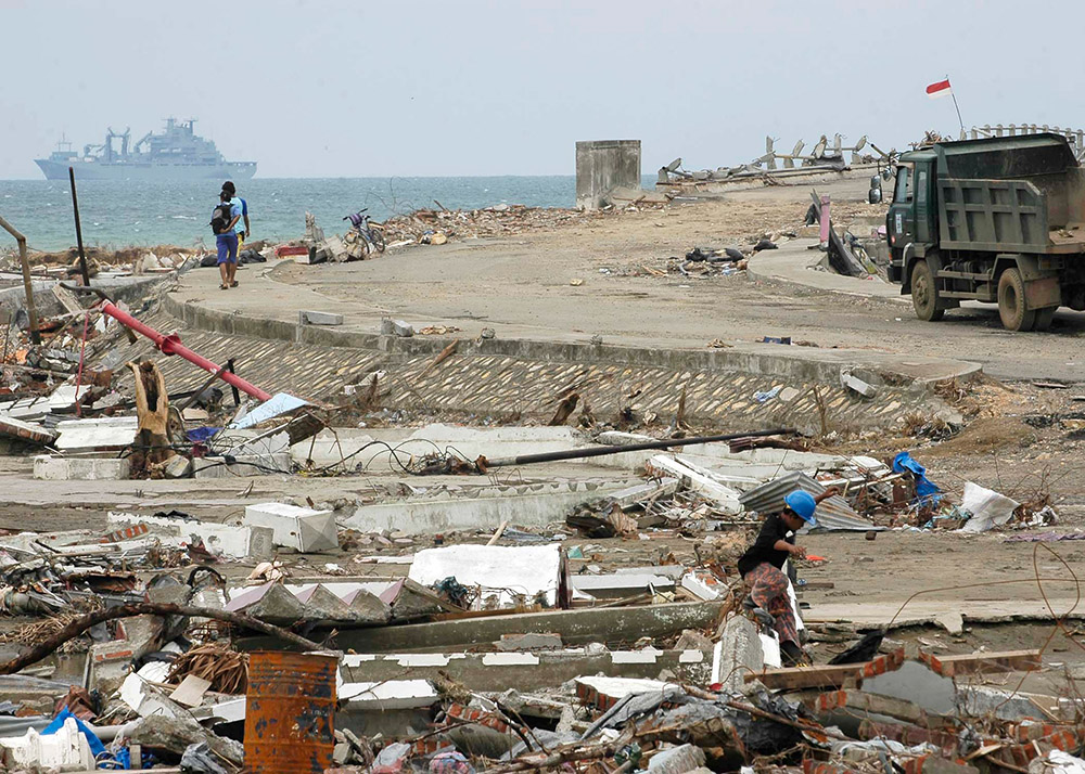 support-ship-navigates-off-the-coast-of-banda-aceh.jpg