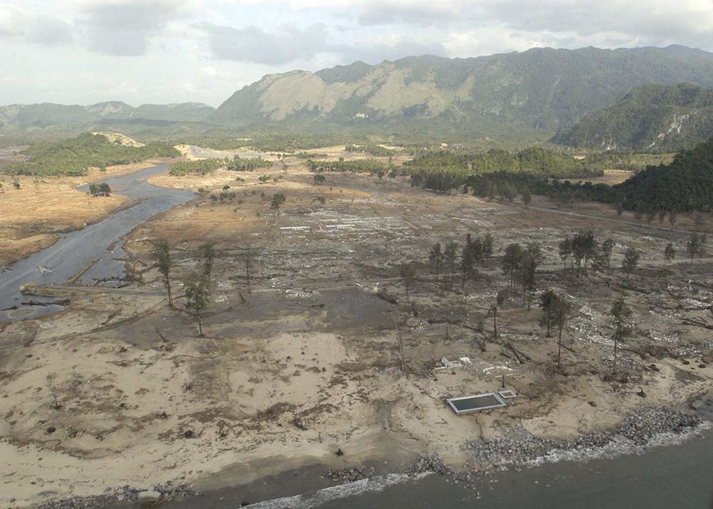 tsunami-sumatra-indonesia-aerial-view-distruction_008.jpg