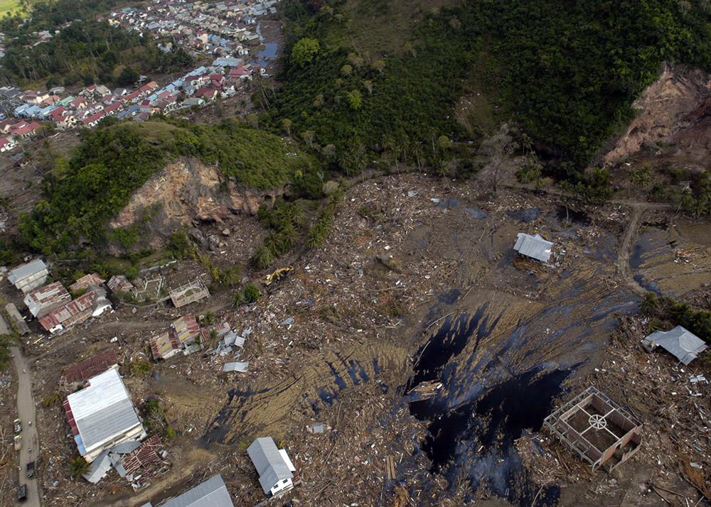 tsunami-sumatra-indonesia-aerial-view-distruction_010.jpg