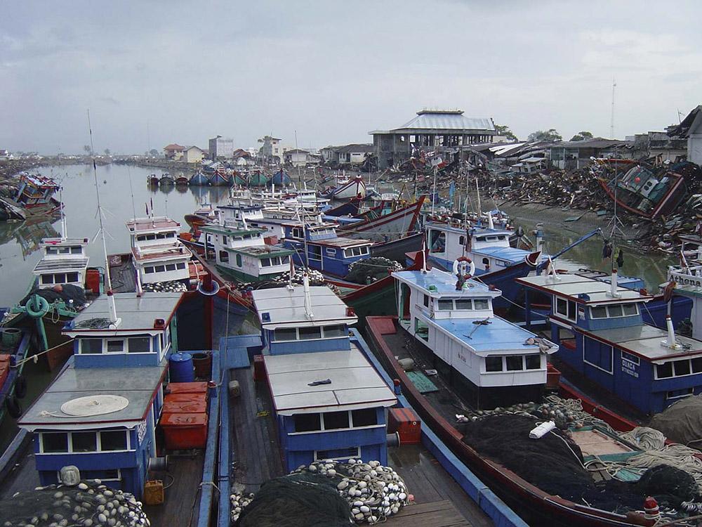 tsunami-sumatra-indonesia-boats-washed-ashore.jpg