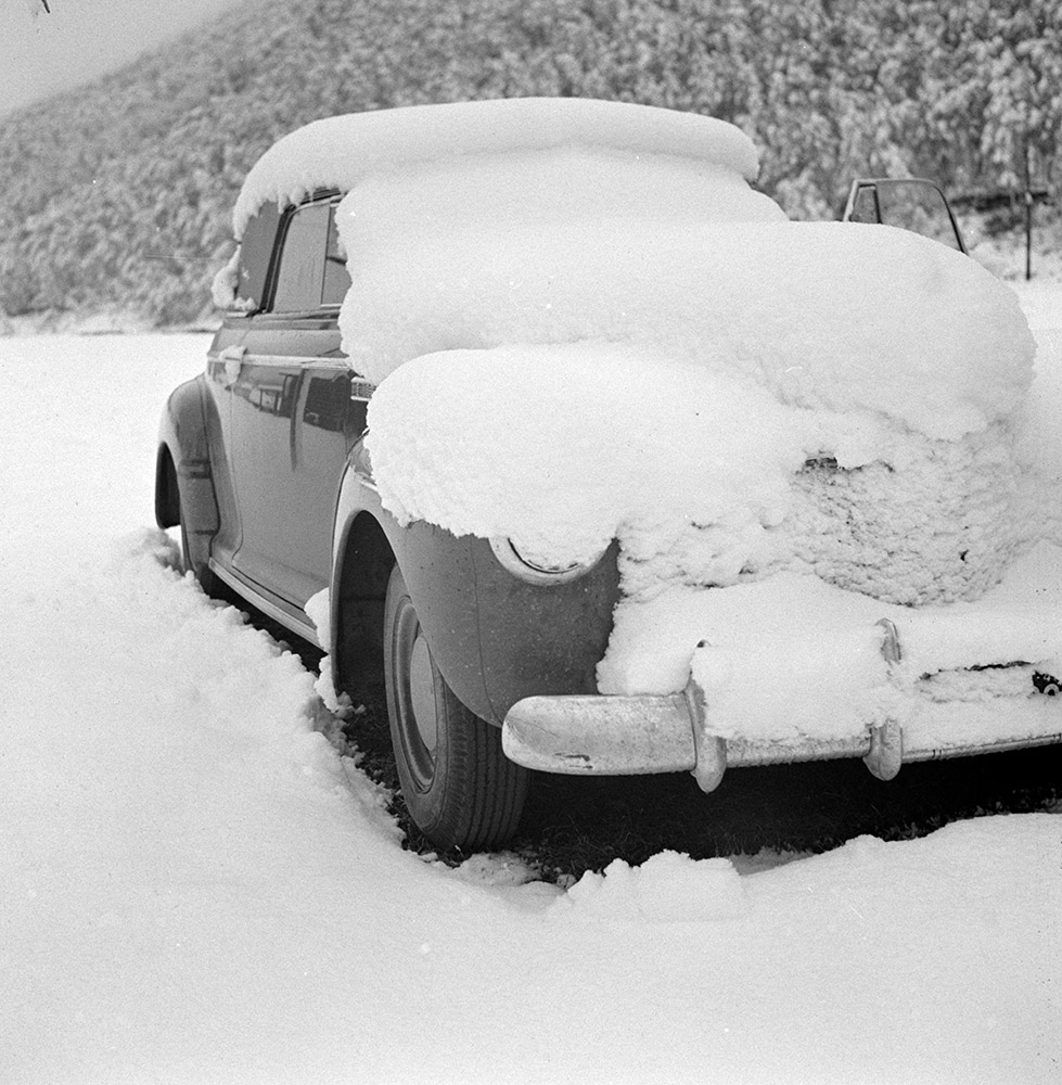 car-covered-with-snow-after-fall-blizzard-in-aspen-colorado-1941.jpg