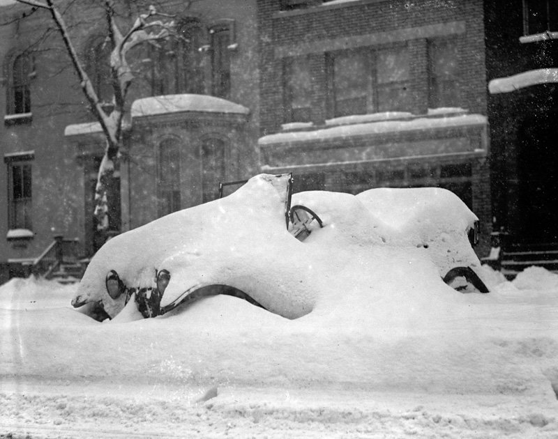snow-covered-automobile-after-blizzard-1922.jpg