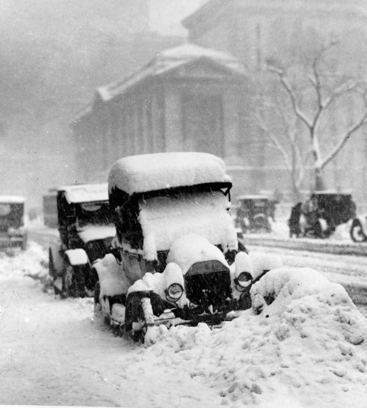 snow-covered-automobiles-in-new-york-city-1917.jpg