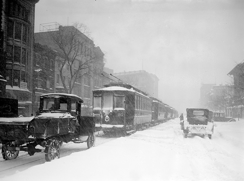 snow-covered-street-cars-after-blizzard-in-1922.jpg
